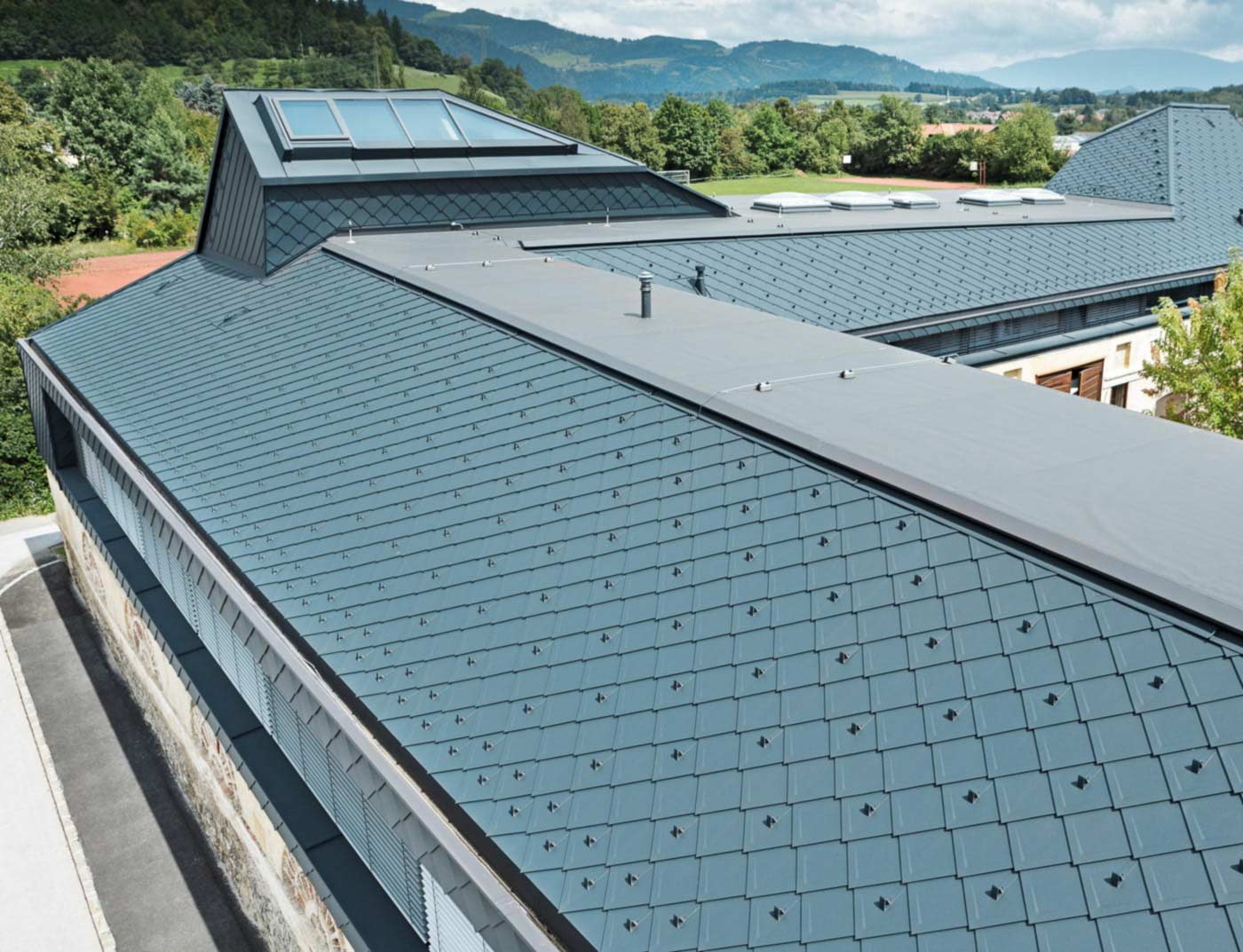 Reference buildings PREFA Roof systems Rhomboid roof tile 29 × 29 02 P.10 anthracite