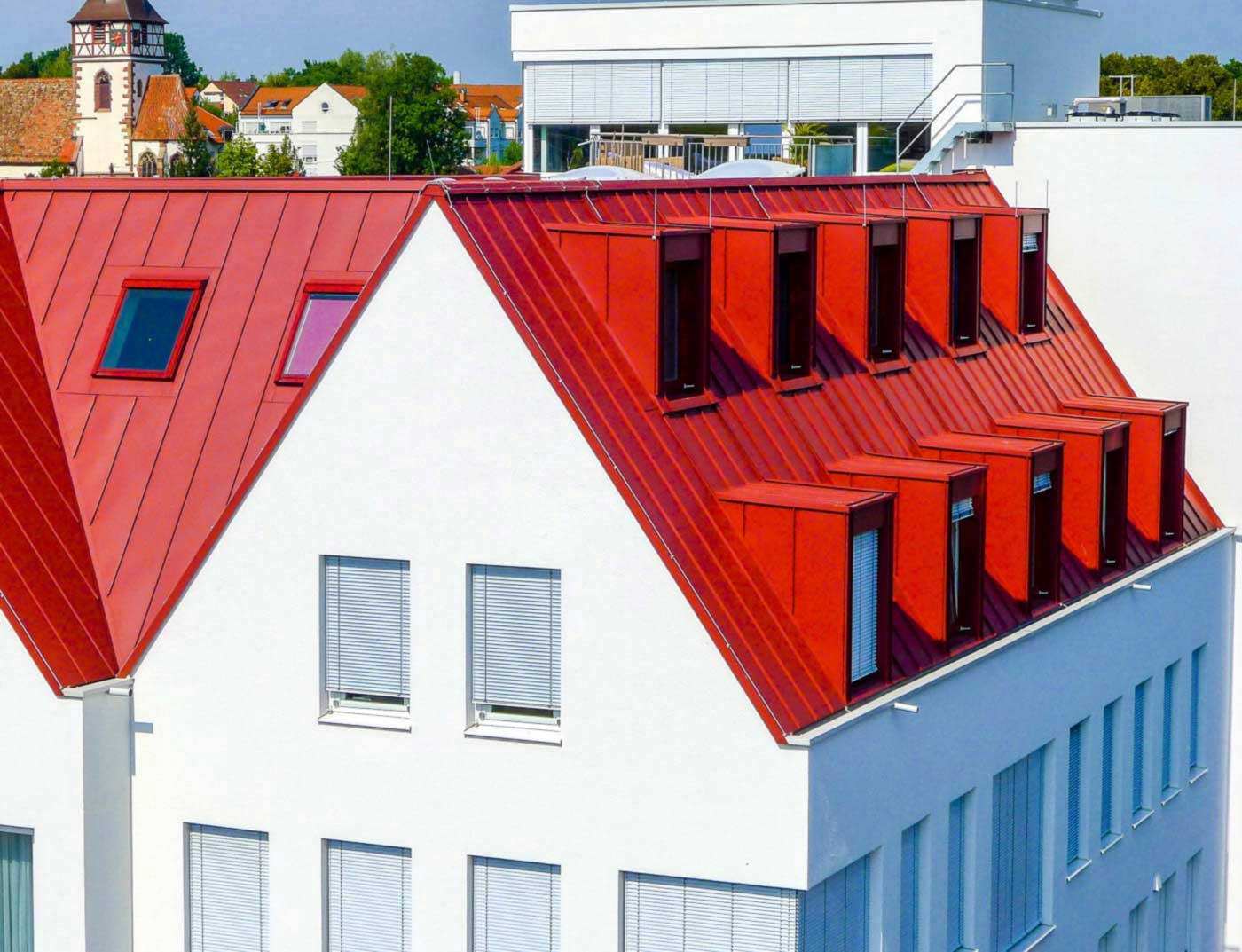 Reference buildings PREFA Roof systems Roof system Prefalz® 05 P.10 oxide red